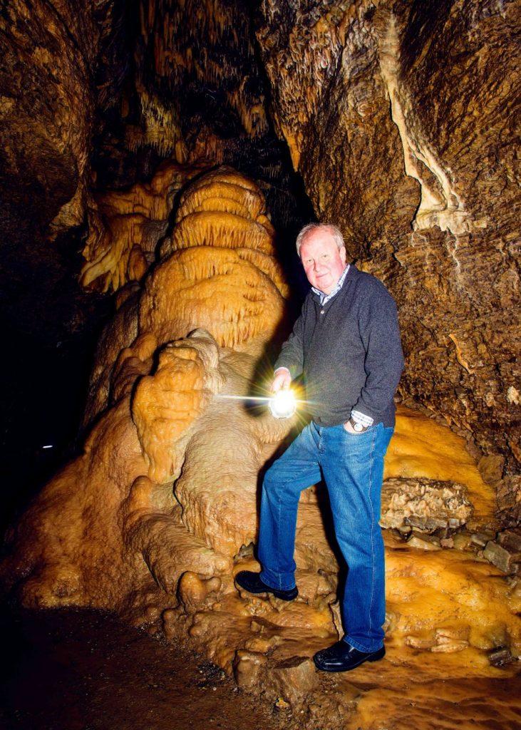 Wolfgang Mackert in der Tropfsteinhöhle