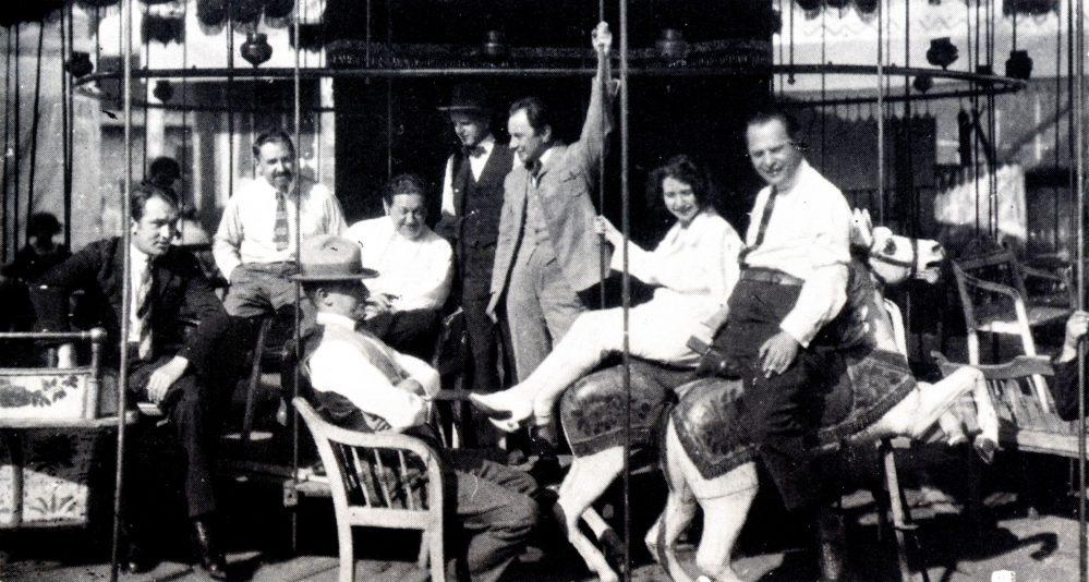 Aufnahme der Arbeitspause-bei-Aufnahme-des-Films-Das-Wachsfigurenkabinett-Links-Wilhelm-Dieterle